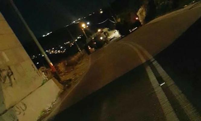 الاحتلال يطلق النار على سيارة فلسطينية ويغلق قرية نحالين