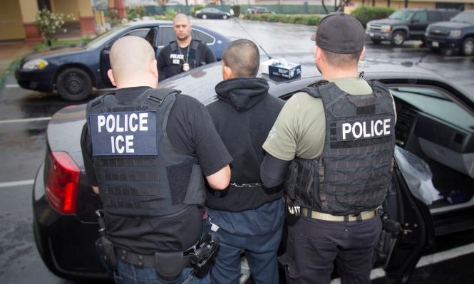 أميركا ترحل المئات بذريعة الهجرة غير الشرعية