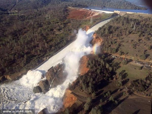 إجلاء آلاف في كاليفورنيا بعد تعرض سد لأضرار