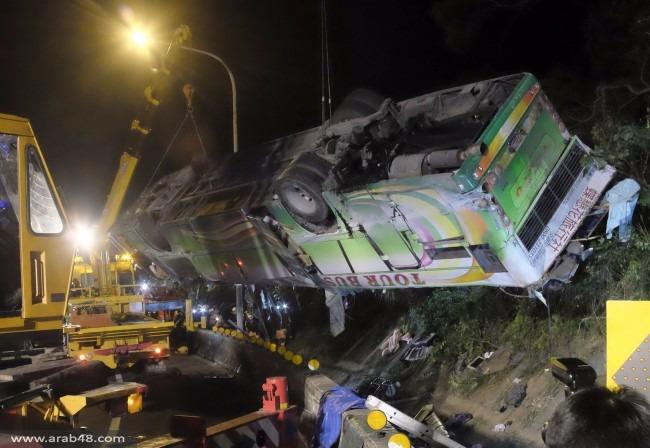 تايوان: مصرع 32 شخصا في تدهور حافلة
