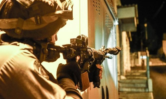 إغلاق حواجز عسكرية واعتقالات متواصلة بالضفة