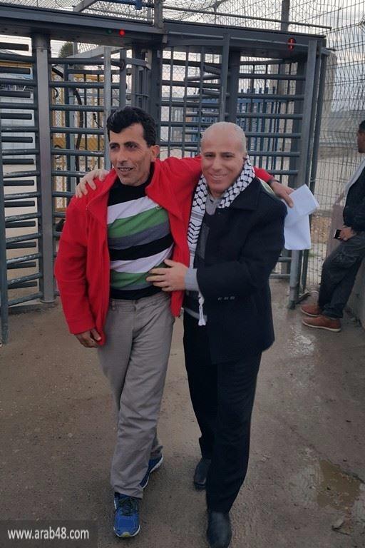 الجنازرة بعد تحريره: مطالب الأسرى تتمثل بالوقوف إلى جانبهم