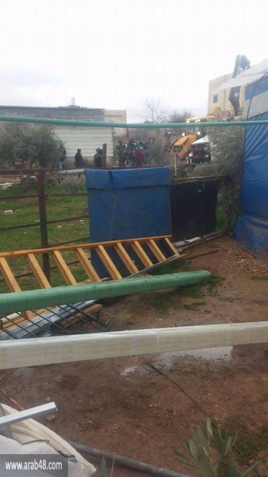 جرافات الاحتلال تهدم 3 منازل في حزما