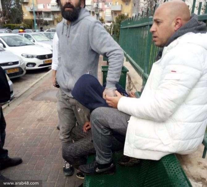 اعتقال فتى بشبهة محاولة خطف سلاح مجندة باللد