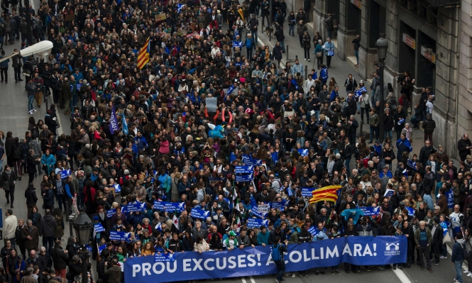 160 ألفا يشاركون في مسيرة داعمة للاجئين ببرشلونة