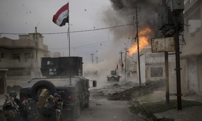 """تدمير دفاعات """"داعش"""" غرب الموصل"""