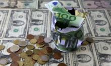 الدولار ينخفض مقابل اليورو والين