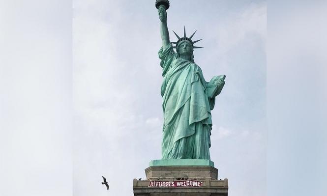 """تمثال الحرية يتحدى ترامب: """"مرحبا باللاجئين"""""""