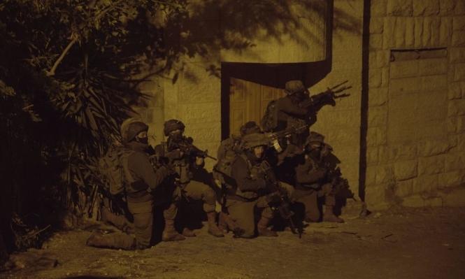 اعتقال 12 فلسطينيا ضمنهم والدة منفذ عملية بيتح تكفا