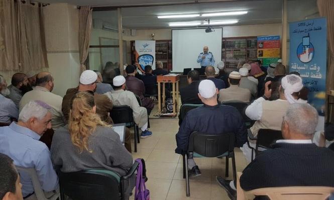 ماذا فعل ممثل الشرطة في مسجد بالطيبة؟
