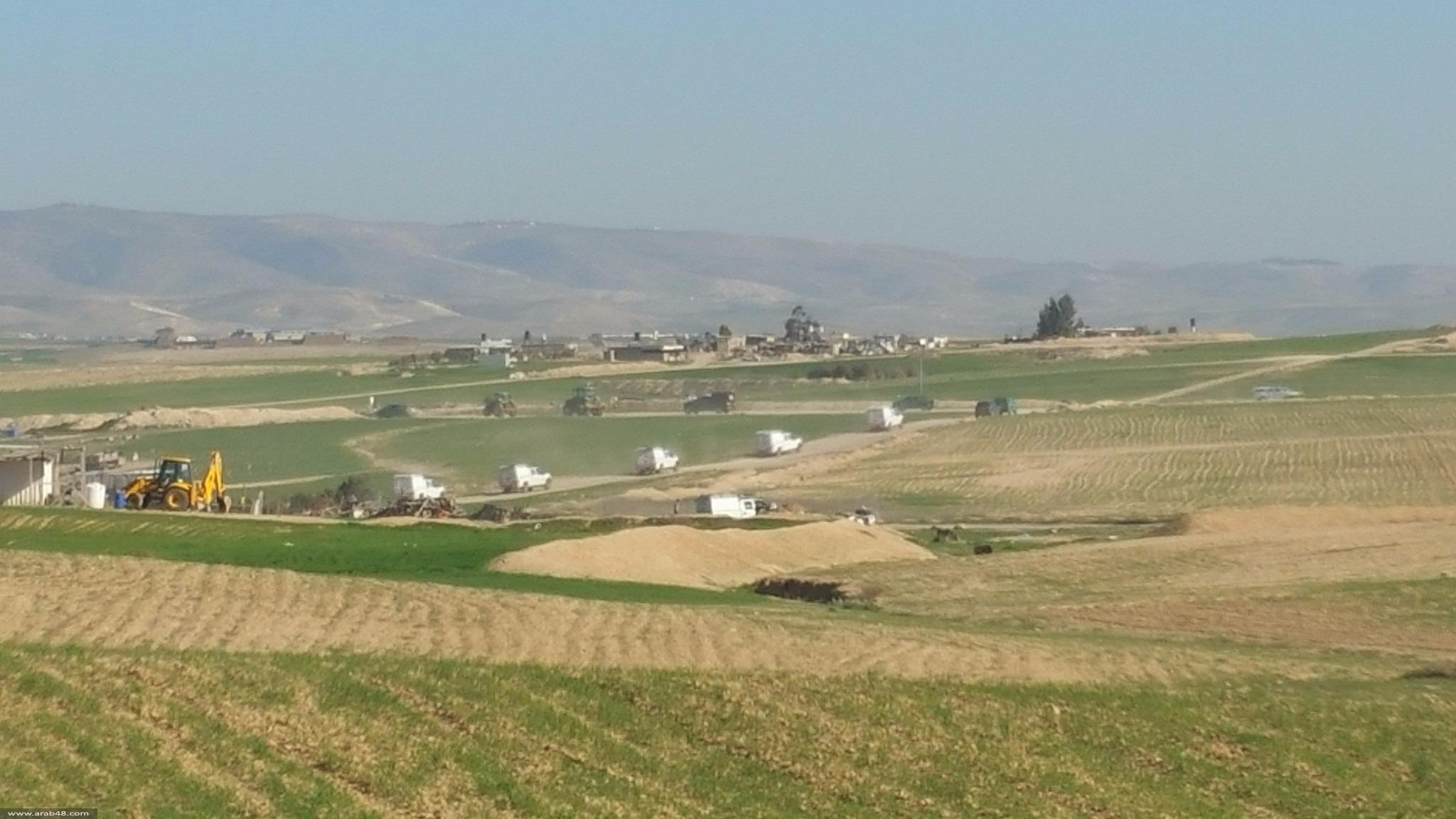 النقب: جرافات السلطات تواصل حرث الأراضي وإبادة المحاصيل