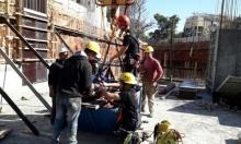 إصابة عاملين سقطا عن علو في مركز البلاد