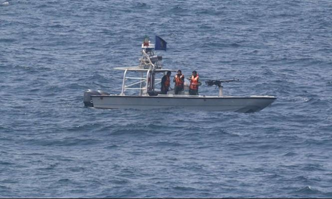 زوارق إيرانية تضطر سفينة أميركية لتغيير مسارها
