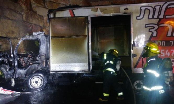 يركا: التحقيق في أسباب اندلاع حريق بشاحنة