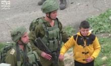 فيديو: جنود اقتادوا طفلا بحثا عن راشقي حجارة بالخليل
