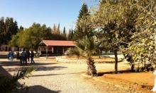 خربة وطن: مدرسة تضم 700 طالب بدون شارع معبد