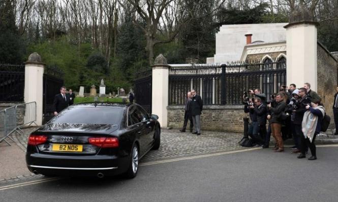 بسرية تامة وبعيدًا عن وسائل الإعلام... دفن جورج مايكل في هايجات