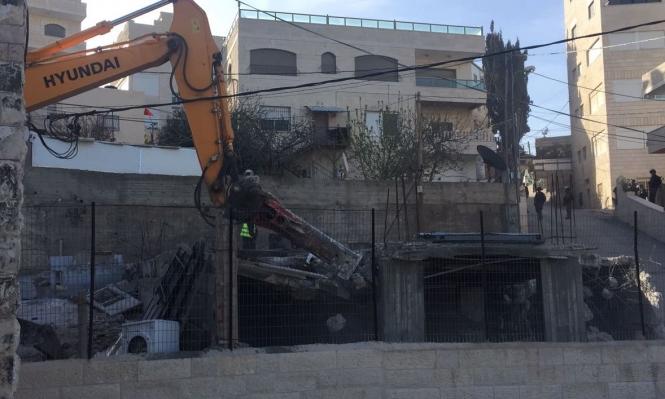 الاحتلال يهدم منزلين بالقدس ويشرد 16 فلسطينيا