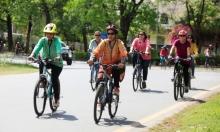 باكستانيات يركبن الدراجات احتجاجا على هيمنة الذكور