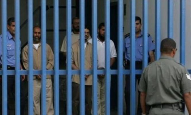 الاحتلال يعتدي على أسرى نفحة ويعتقل 46 إداريا
