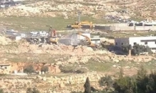 الاحتلال يهدم 4 منازل وعمارة بقرية الزعيم