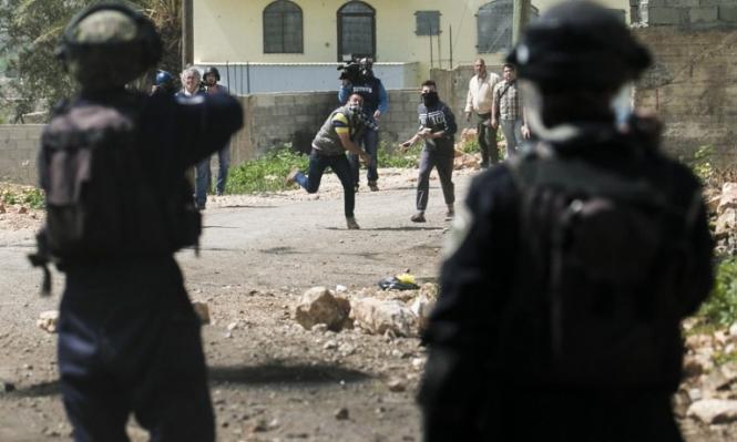 الاحتلال يعتقل 4 شبان ويحطم مركبات في سلواد