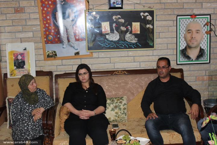 البعنة: لجنة الأسرى بالتجمع في زيارة لعائلة الأسير ياسين بكري