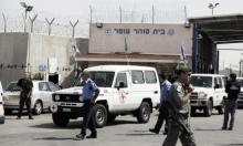 الاحتلال يواصل منع زيارة المحامين للأسرى المضربين