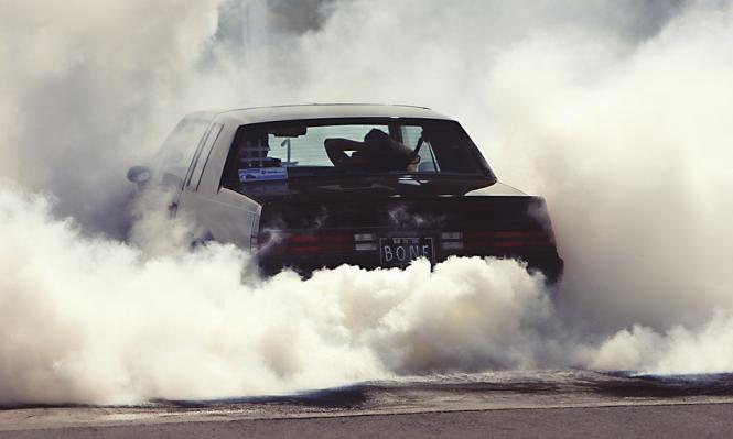 الدخان المنبعث من السيارات يزيد خطر الإصابة بأمراض القلب