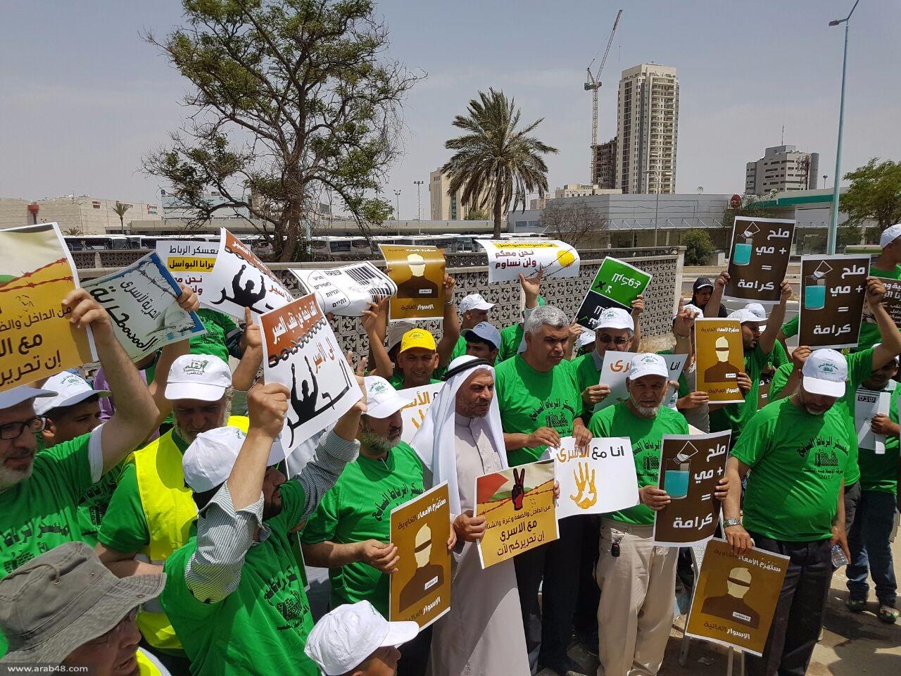 بئر السبع: وقفة تضامن مع الأسرى المضربين عن الطعام
