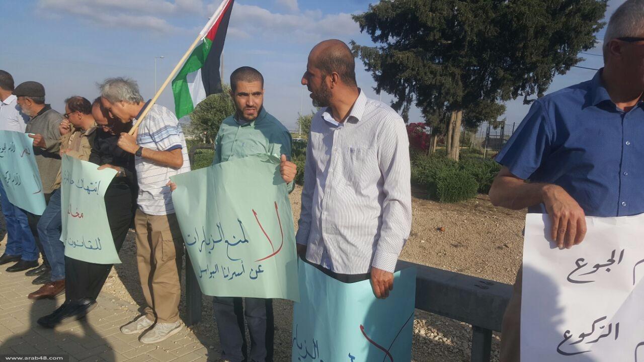 تظاهرة أمام سجن مجيدو إسنادا للأسرى المضربين عن الطعام