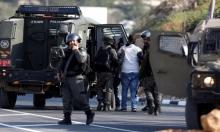 الاحتلال يداهم منزل منفذ عملية تل أبيب ويجمد التصاريح