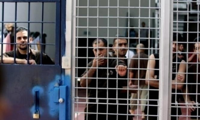 """الاحتلال يغلق """"هداريم"""" ويعزل الأسرى بالسجن الصحراوي"""