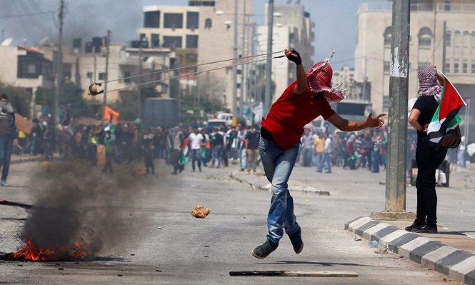 53 إصابة في مظاهرات التضامن مع الأسرى بالضفة