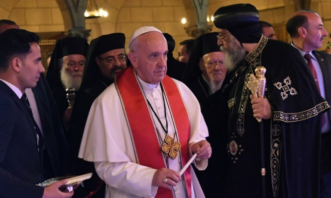 البابا فرنسيس يدعو لرفض العنف الديني ويقيم قداسا في القاهرة