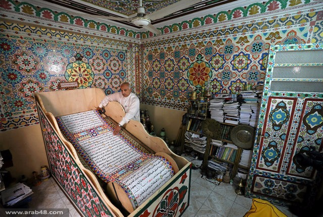 مصري علم نفسه الكتابة وخط أكبر مصحف في العالم