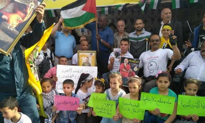 الصليب الأحمر: التواصل بين الأسرى وعائلاتهم مسؤوليةُ إسرائيل