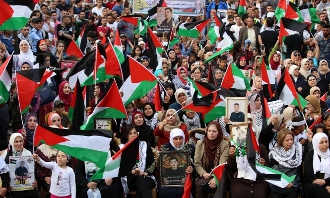 """مركزية """"فتح"""" تنفي إلزامها أسراها بالانضمام لإضراب الكرامة"""