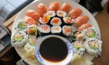 علماء: ديدان طفيلية تختبئ في وجبة السوشي