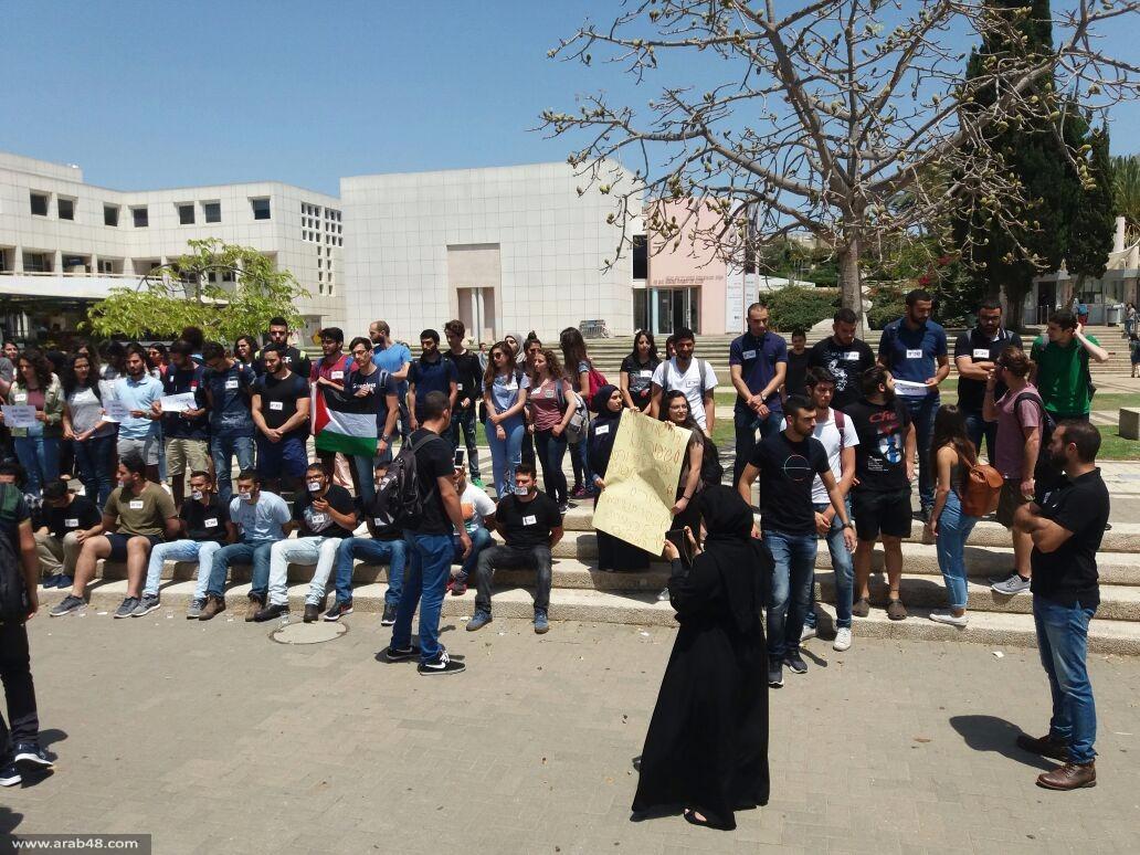 وقفة صامتة لطلاب جامعة تل أبيب إسنادا للاسرى