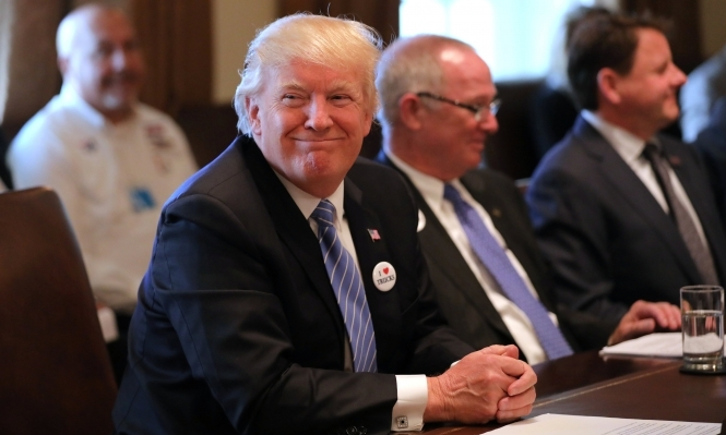 مسؤول: ترامب سيعلن صفقة أسلحة مع السعودية ونقل السفارة يتأجل