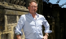رجل أعمال أسترالي يتبرع لحكومته بـ298 مليون دولار للصحة والتعليم