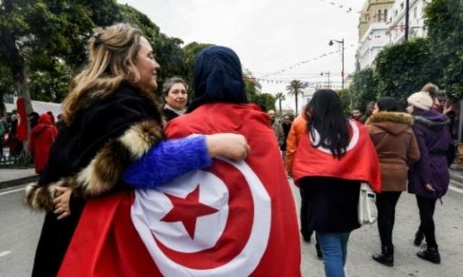 القوات التونسية تشتبك مع محتجين ومقتل شخص