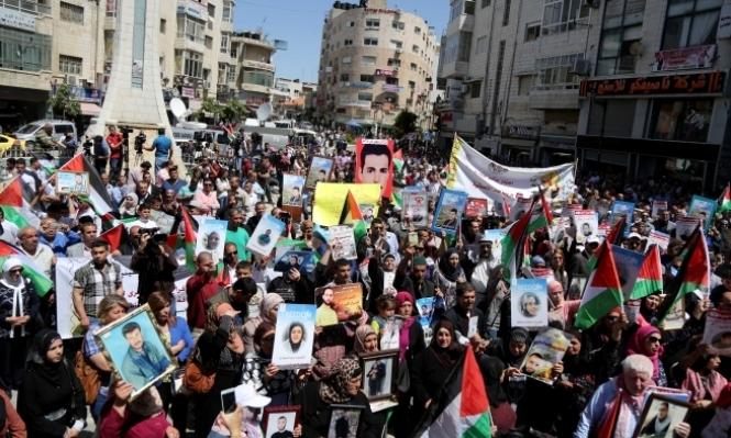 عقب تعليق الإضراب دعوات لإحالة ملف الأسرى للجنائية الدولية