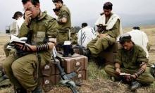 """ملصقات تدعو الأطفال اليهود إلى """"تحقير"""" الجنود الحريديم"""