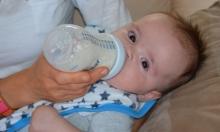 كيف يؤثر شرب الحليب على طولة قامة الأطفال؟