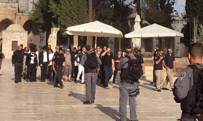الاحتلال يحاصر الأقصى ومستوطنون يقتحمون ساحاته