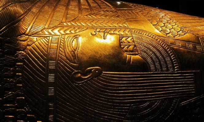 """مجموعة الفرعون """"توت عنخ آمون"""" الشهيرة تنقل للمتحف الكبير"""