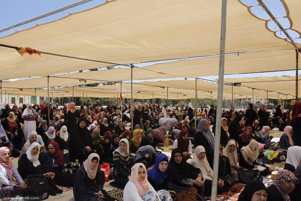أكثر من 300 ألف فلسطيني يصلون الجمعة الأخيرة من رمضان بالأقصى
