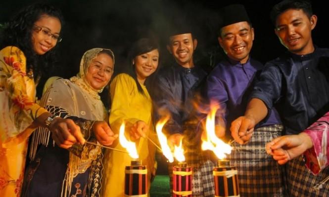 روح العيد: كيف يحتفل الناس بالعيد حول العالم